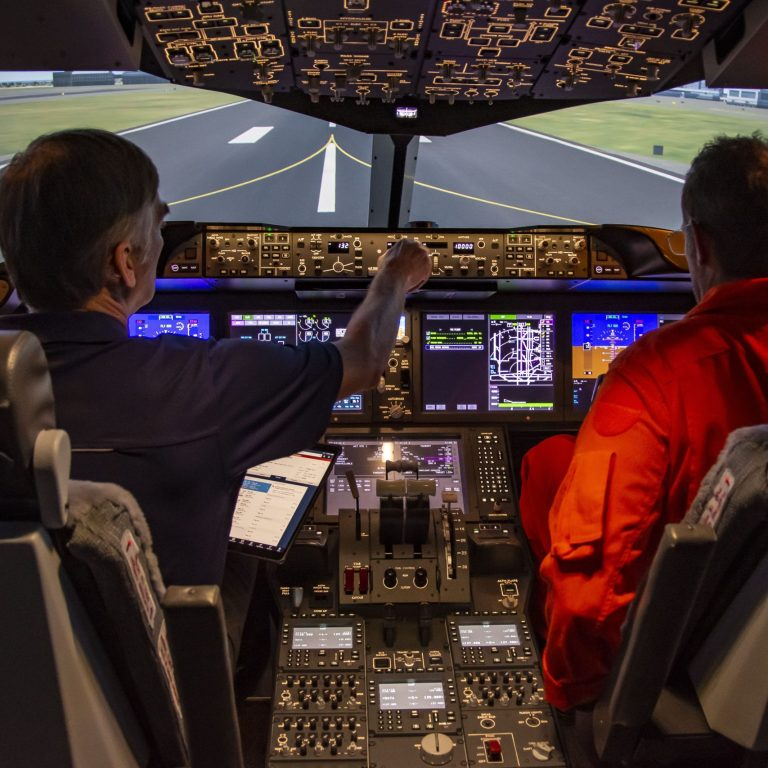 B787 simulator in the Advanced Aircraft Simulation Centre at International Test Pilots School.